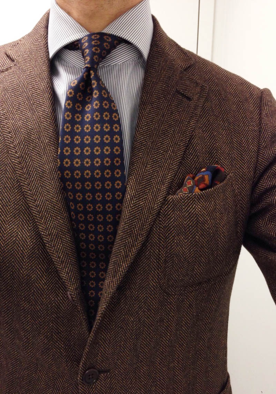 fashion-inspiration-for-men-herringbone-jacket-flower-tie