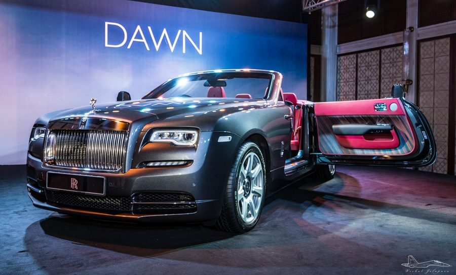 rolls royce dawn rolls into mumbai menswear luxury grooming travel aviation. Black Bedroom Furniture Sets. Home Design Ideas
